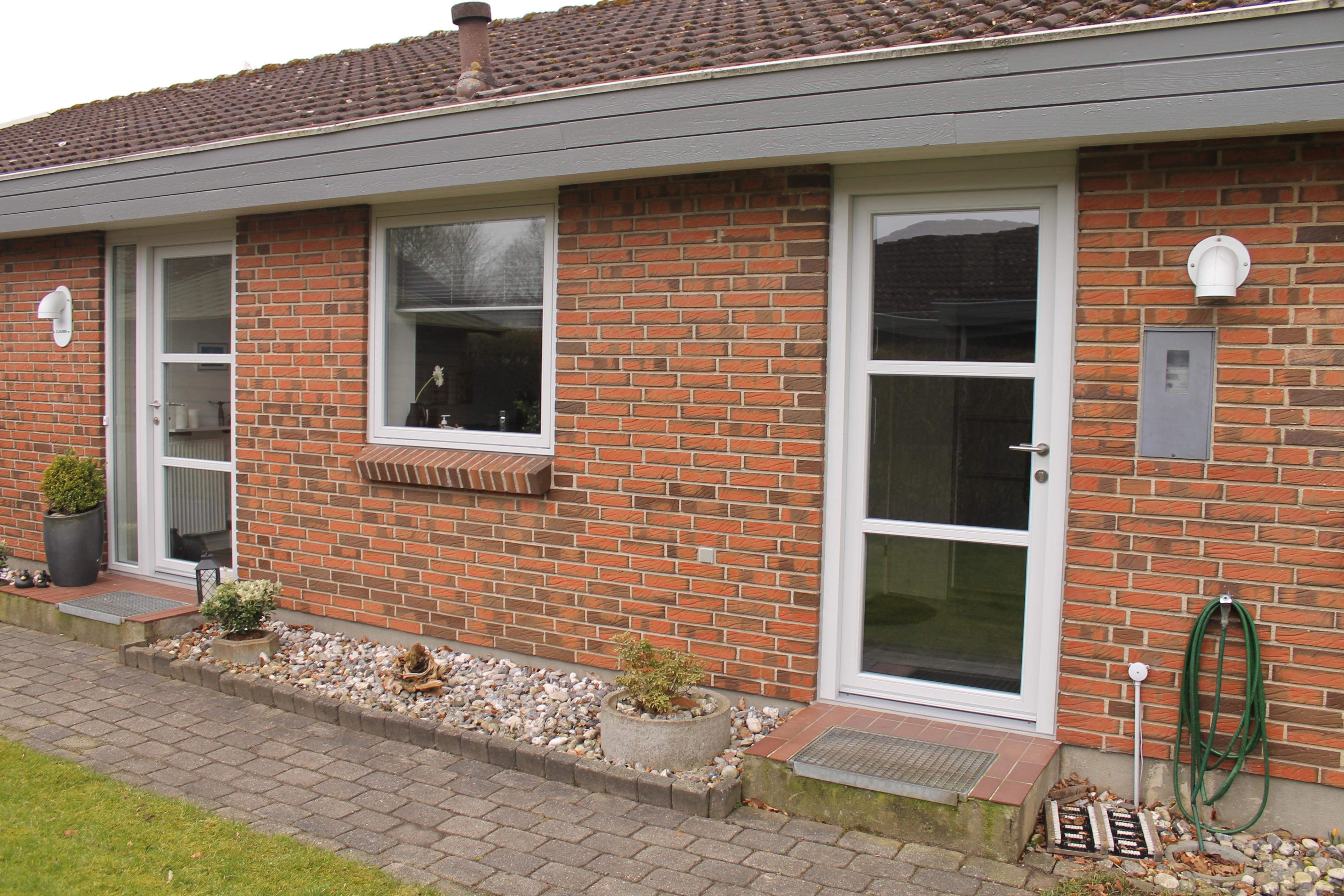 hvide alu døre og vinduer