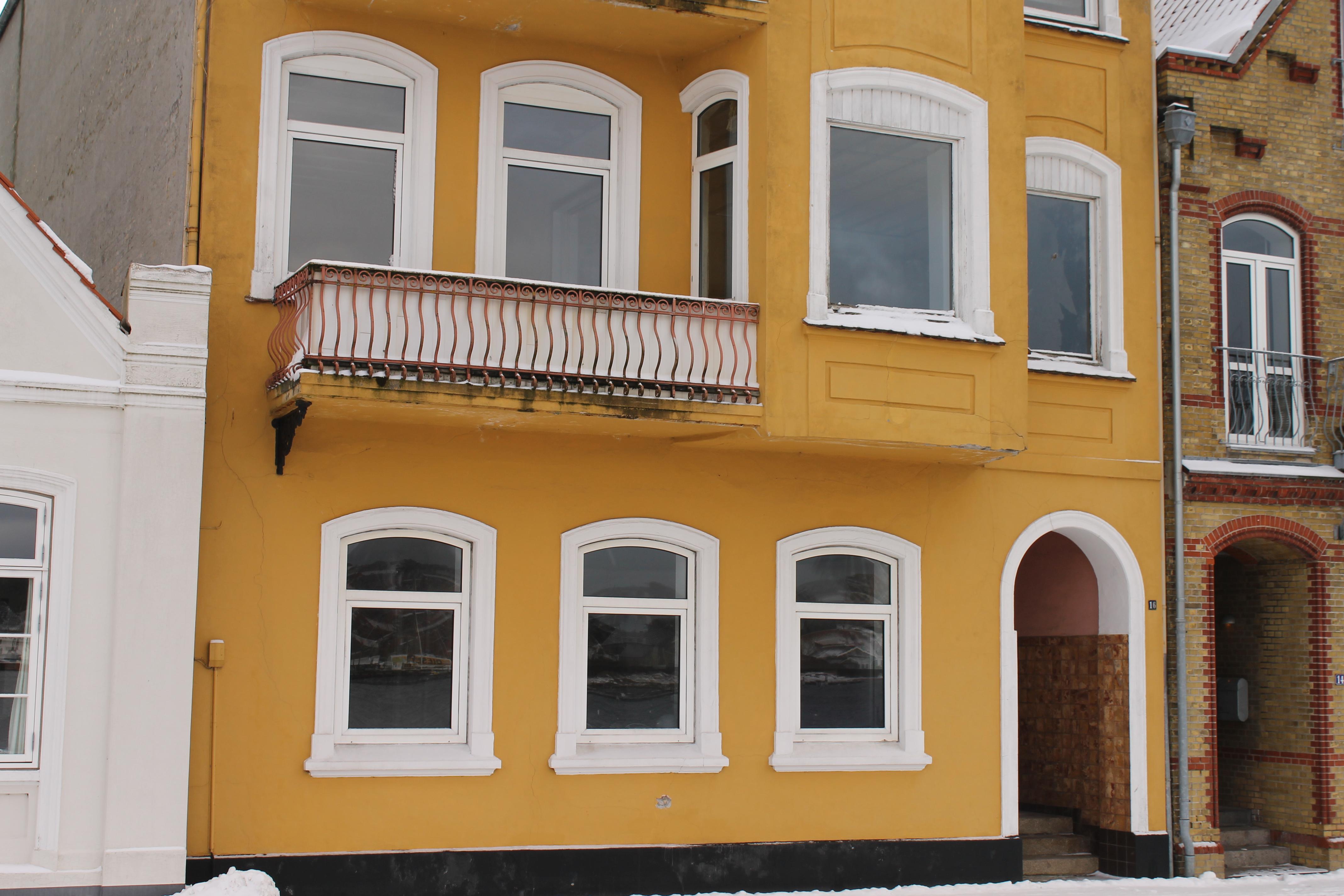 hvide små vinduer